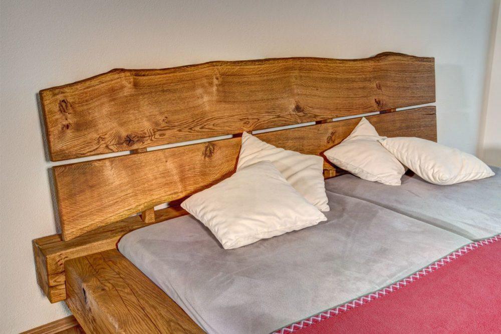 Schlafzimmer Balkenbett in Eiche Kopfteil