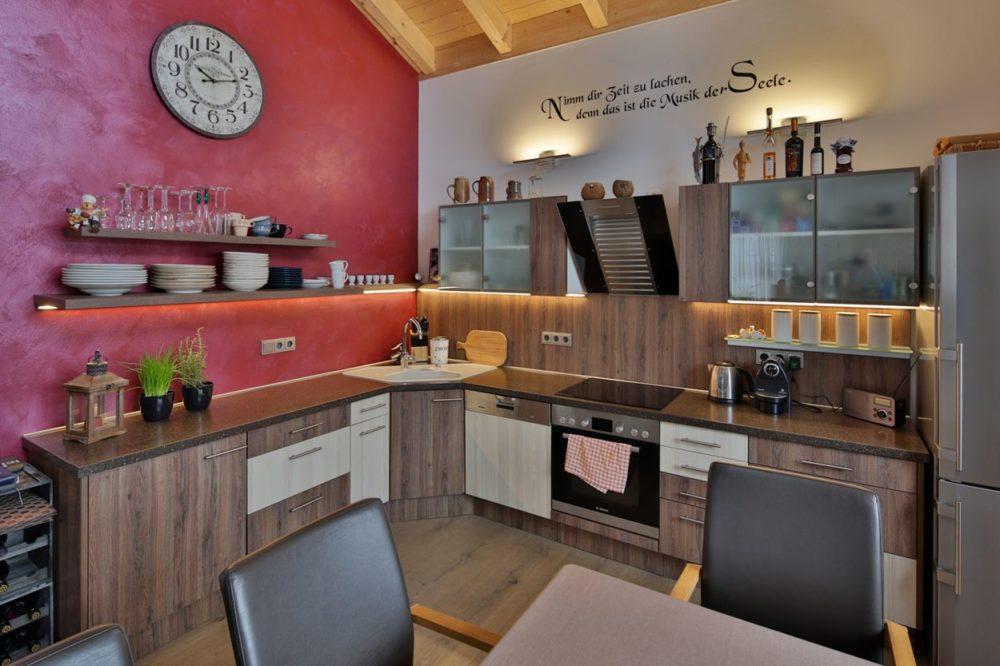Küche in Eiche Möbel mit Corianplatte Glastüren