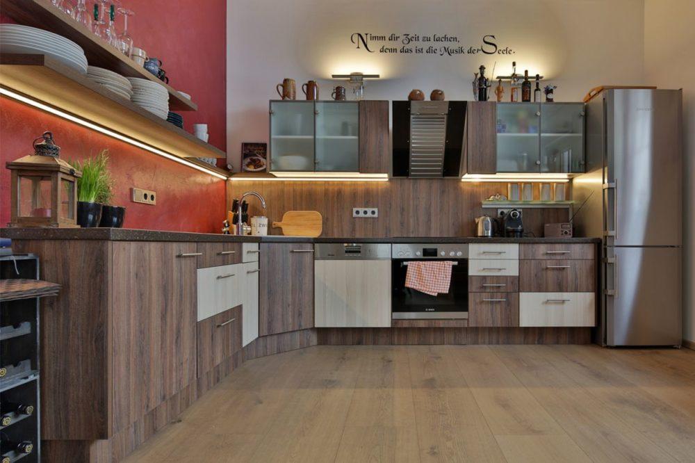 Küche Möbel in Eiche mit Corianplatte