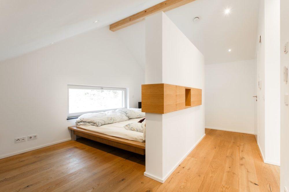 Schlafzimmer in Eiche Bett Parkett